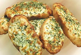 Յուրահատուկ և արագ պատրաստվող ուտեստ. հացը` պանրով և սխտորով