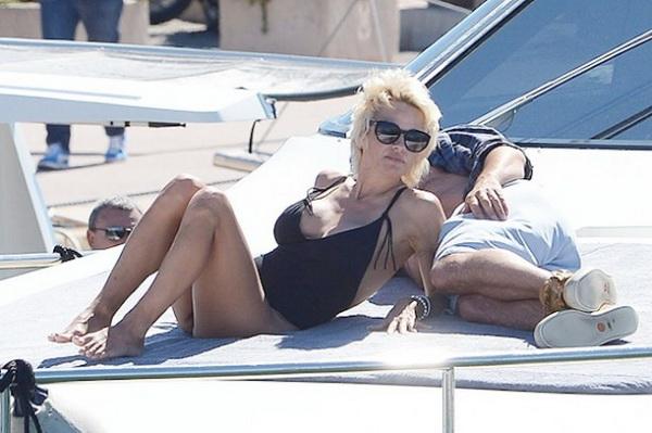 смотреть онлайн памела андерсон и томми ли фото на яхте